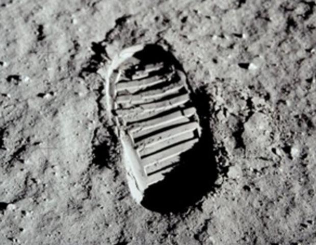 Los priemeros pasos del hombre en la luna