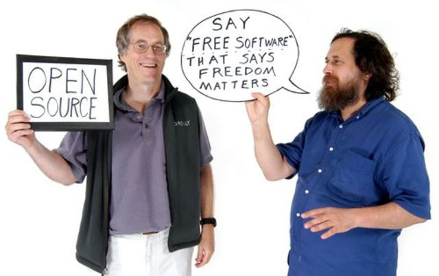 linus crea el nucleo que hacia falta y lo une con lo ya creado de GNU