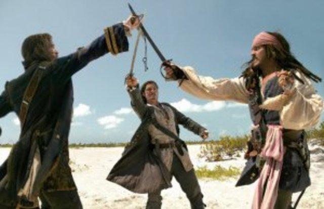 Место 3 – «Пираты Карибского моря» (Pirates of the Caribbean, 2003-2007, Гор Вербински)