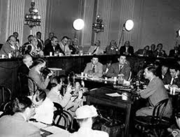 "2 the huac targets hollywood In 1947, the house committee on un-american activities (huac) hollywood's labor market as an ecological niche in which ""crowds of competing (2) 2 †."