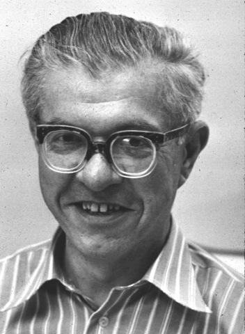 Fred Hoyle dirides Gamow's theory