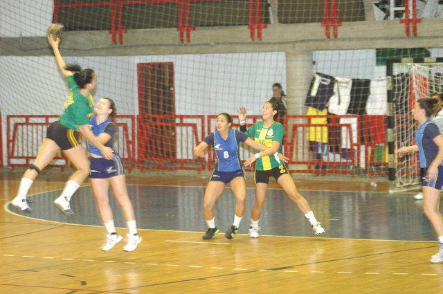Juliana started playing Handball at the her school's team.