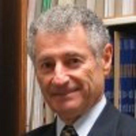 .Леонард Клейнрок разработал теория о коммутации пакетов для передачи данных в 1961 году и впервые опубликовал в июле 1964 года