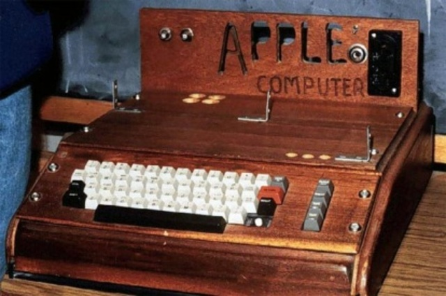 apple inc created by steve jobs and steve wozniak first product is apple i