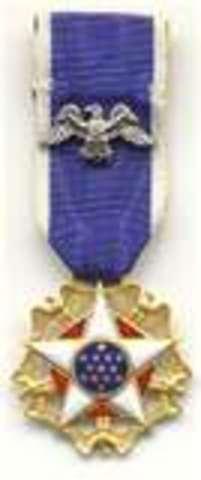 Se li concedeix la medalla de la Pau