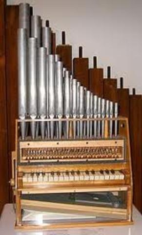 1100. Invención del primer órgano portátil.