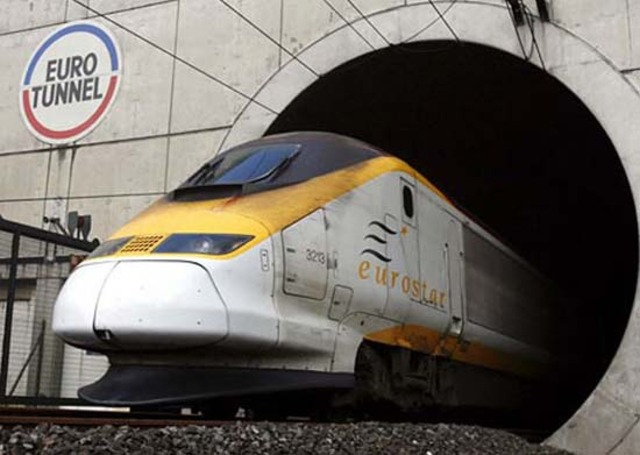 Channel Tunnel Opens, Connecting Britain and France