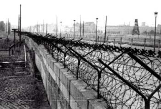 Construção do Muro de Berlim (Europa - Alemanha)