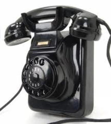 SE REALIZA LA PRIMERA COMUNICACIÓN TELÉFONICA.