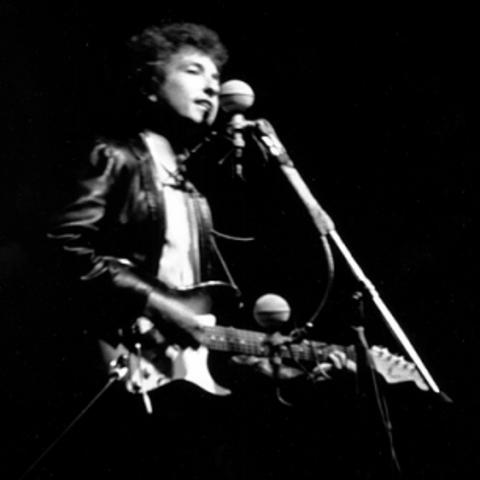 Bob Dylan plays at the Newport Folk Festival