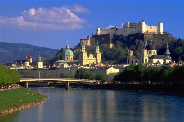 Vuelve a Salzburgo 16 meses después.