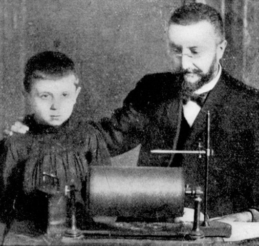 1905 - Alfred Binet publishes the first intelligence test New Methods for the Diagnosis of the Intellectual Level of Subnormals.
