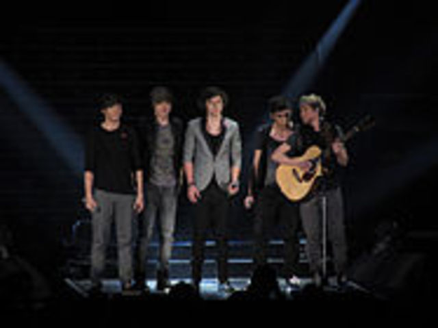 One Direction sighns a 2 million contract