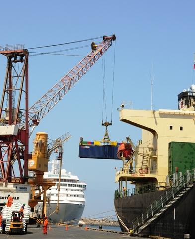 TISUR incorpora su segunda grúa en Puerto de Matarani.