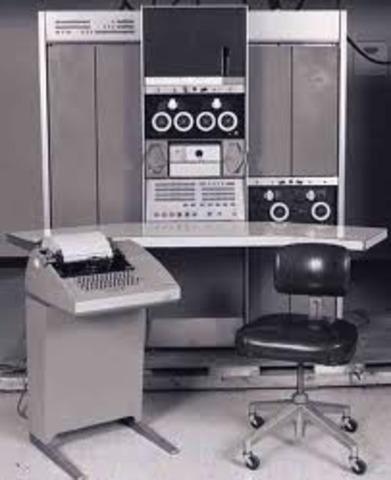 El primer minicomputador comercialmente
