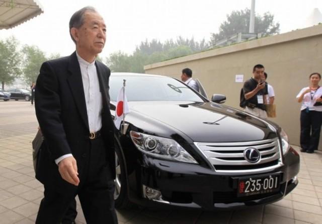flag of Japan envoy's car get ripped off in Beijing