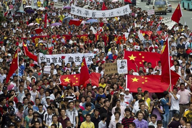 Japan protests resume amid islands row