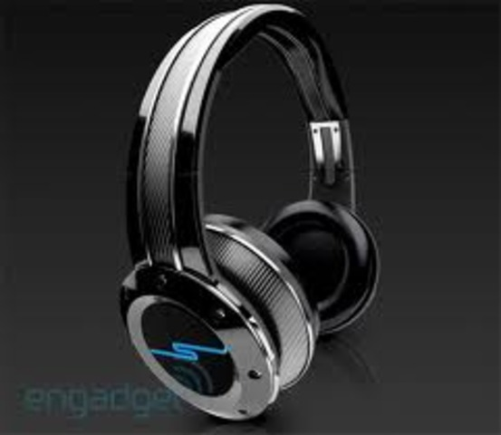 Headphones Today are now more nice looking and some are wirless