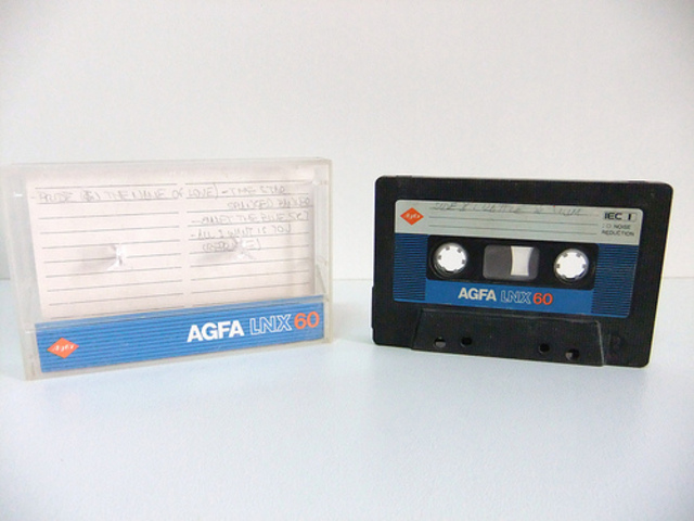 Mise en vente des cassettes pré-enregistrées par Phillips