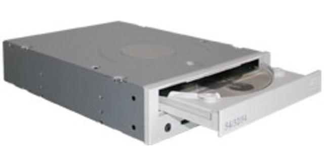 Apparition des premiers graveurs de CD-R