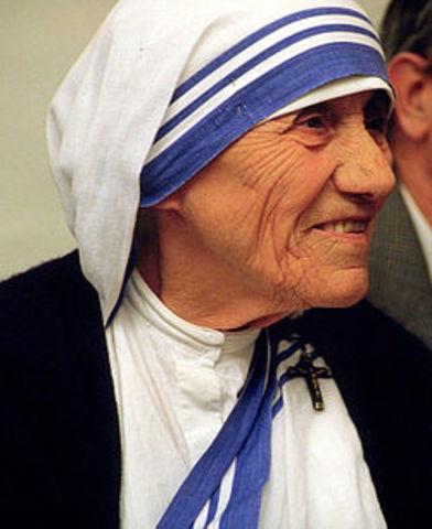 Mère Teresa fonde sa congrégation religieuse catholique à Calcutta
