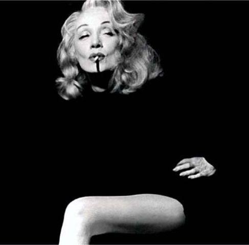 """Marlène Dietrich devient célèbre grâce au film """"L'Ange bleu"""" premier film parlant du cinéma allemand."""