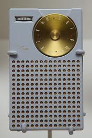 POCKET TRANSISTOR RADIO (Regency)