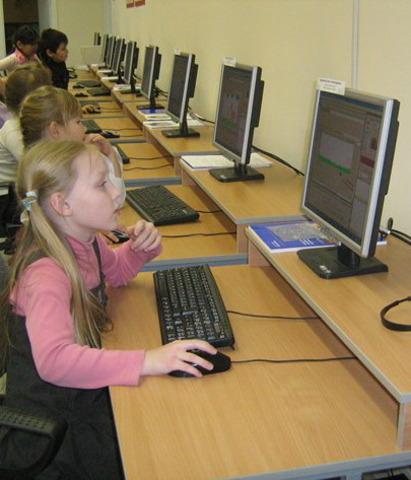 введение общеобразовательной информатики во все средние учебные заведения;
