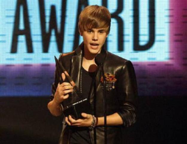 Justin ha sido nominado a Primer artiste del año en los American Music Awards en 2010.