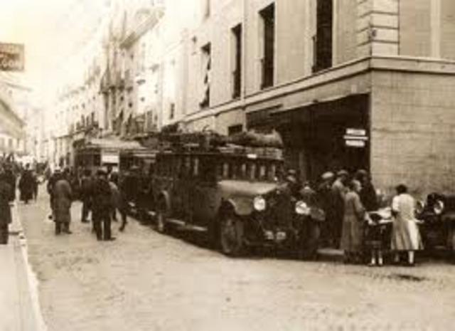 Con la aparición de diversos Hostales durante ese periodo, se dio paso a los hoteles de negocios, la profecion de portero cambia su nombre a Concierge.