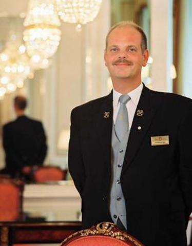 Debido al incremento de los viajes por tren y barcos a vapor, forzó al crecimiento de los Hoteles de negocios y placer, al igual nace el Concierge hotelero.