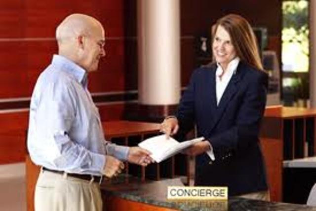 """Los Concierges del mundoestán asociados en torno a una granasociación, de nombre: AsociaciónInternacional de Concierges de Hoteles,siendo su lema """"En servicio a travésde la amistad"""""""