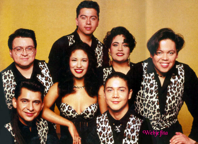 El padre de Selena, Abraham Quintanilla, creó una banda con su familia.