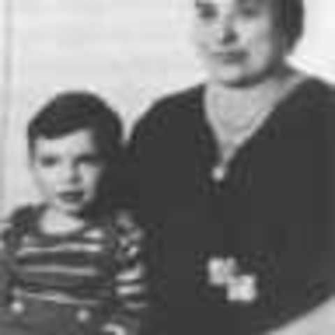Al Capone's parents (Gabriele and Teresa) immigrate to the United States