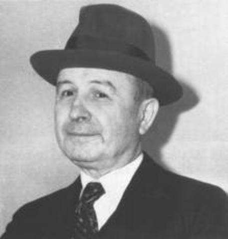 Johnny Torrio Retires, Puts Al Capone In Charge