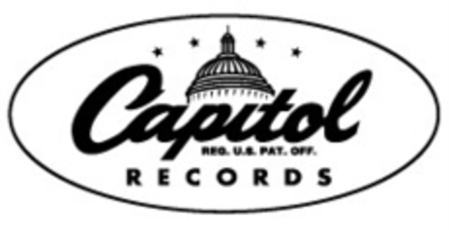 Yellowcard sign with Capital Records