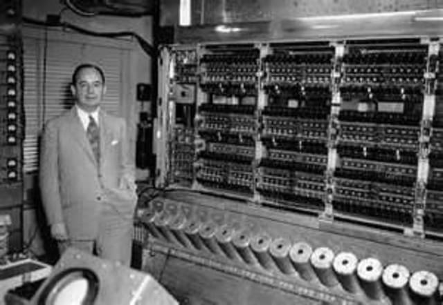 La primera computadora deAiken fue la Harvard Mark fue en 1944