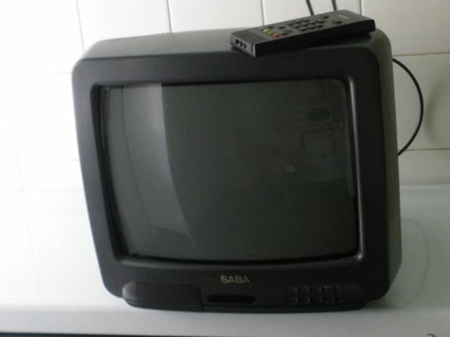 Primera television a color y mando a distancia