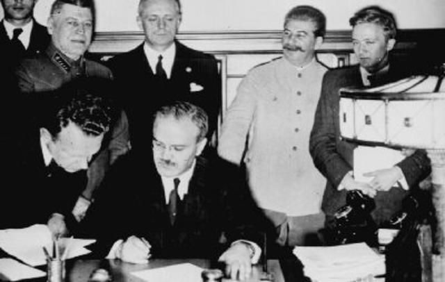 Molotovi-Ribbentropi pakt
