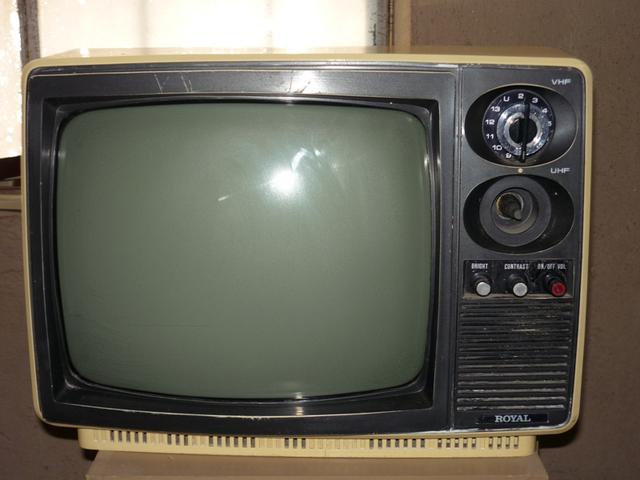 Nacimiento y TV en blanco y negro