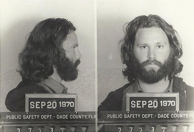 Jim Morrison est inculpé