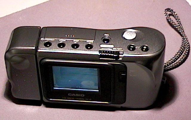 Primera cámara con pantalla liquida