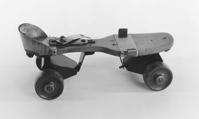 The first four-wheeled turning roller skate