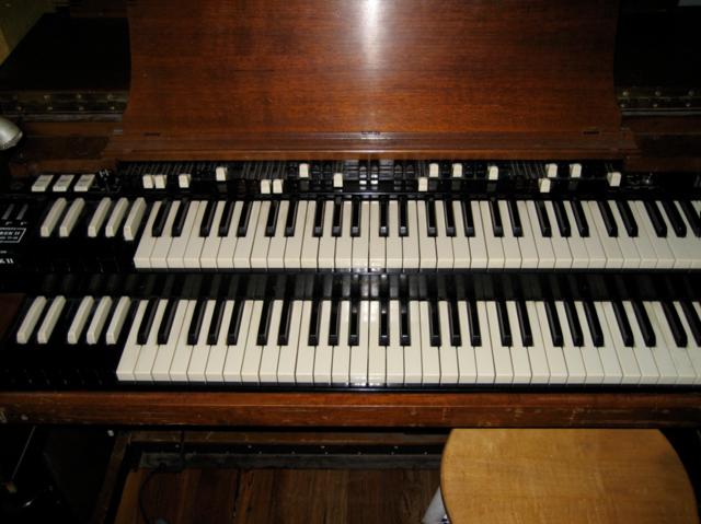 Laurens Hammond introduces the Hammond organ