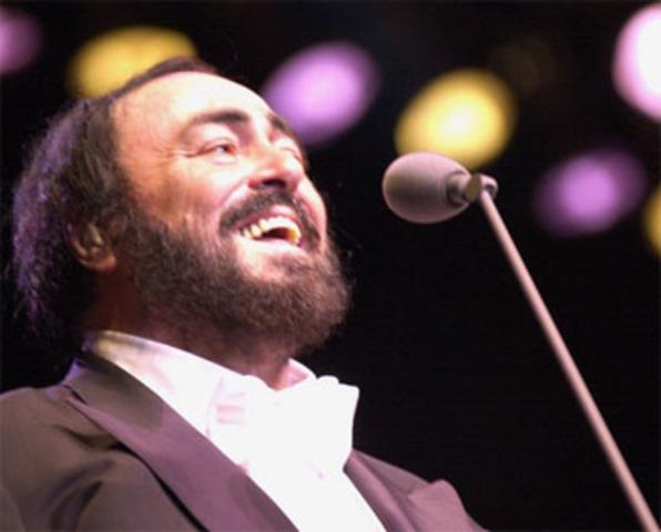 Luciano Pavarotti Mimes Nessun Dorma