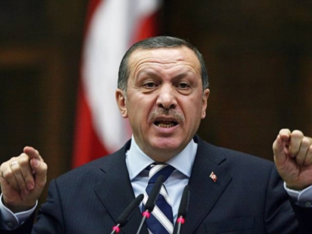Recep Tayyip Erdogan leaves a press conference in DK