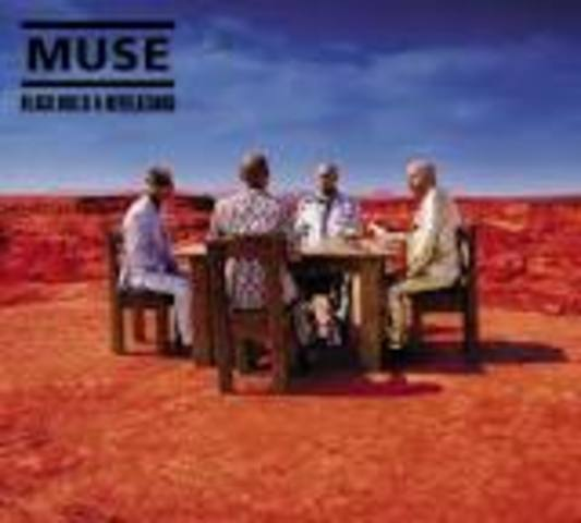 4o álbum de MUSE: BLACK HOLES AND REVELATIONS.