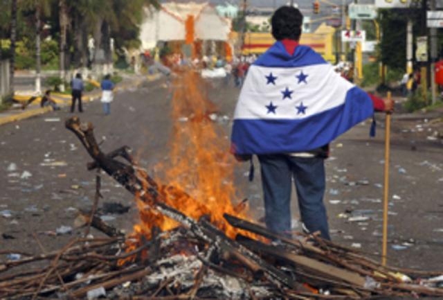 Fallece una estudiante a causa de gases lacrimógenos en incidentes próximos a la embajada brasileña.