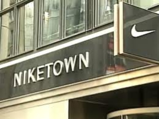 Nike Stores in Portland, OR View the customer service numbers and hours of operation of the Nike Stores locations near Portland, OR and the zip code. We also have info about high top sneakers, kitten heels, and the best Portland womens shoe stores.