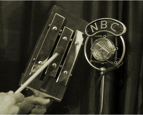 Prima reţea radio